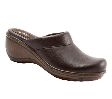 SoftWalk Murietta Clogs