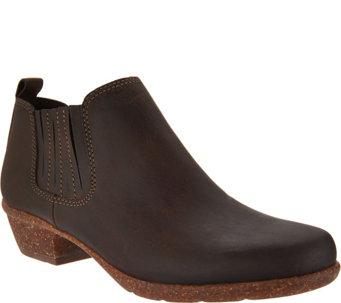 Clarks Artisan Nubuck Leather Pull-on Shooties - Wilrose Jade - A295319
