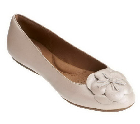 Clarks Artisan Aldea Palm Leather Flats w/ Flower Detail