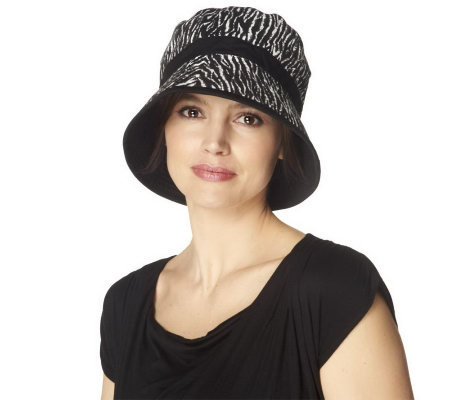 Liz Claiborne New York Animal Print Bucket Hat