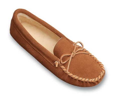 Minnetonka Men's Pile Lined Soft Sole Suede Slippers with Tie