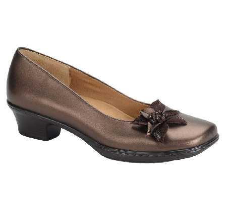Softspots Star Leather Pumps