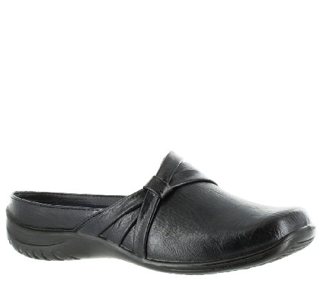 Easy Street Ease Comfort Clogs