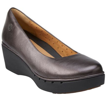 Clarks Un.Structured Leather Wedge Slip-ons - Un.Estie