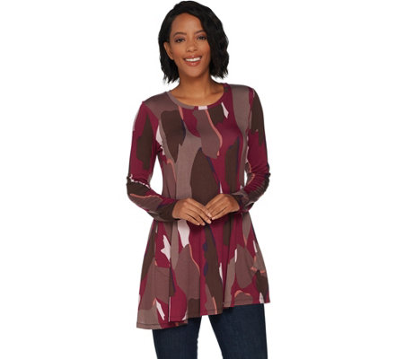 LOGO by Lori Goldstein Printed Knit Swing Top with Angled Hem