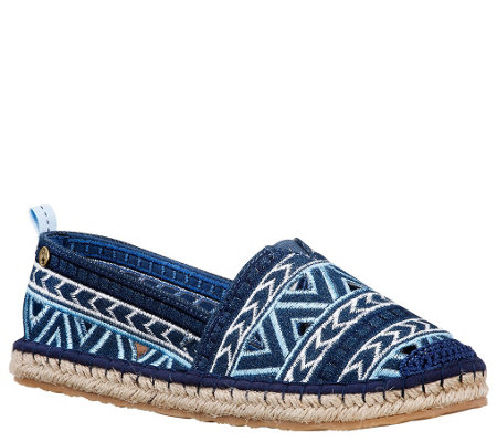 Sakroots Slip-on Espadrilles - Elle Essence