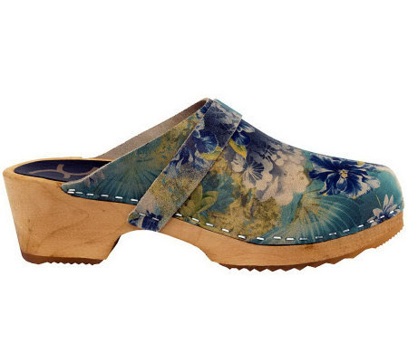 Cape Clogs Flower Pattern Leather Clogs