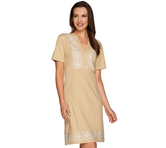 C. Wonder Short Sleeve Split V-neck Knit Dress with Embroidery - A277496