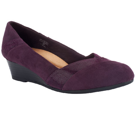 Earth Suede Pleated Wedges - Spiceberry