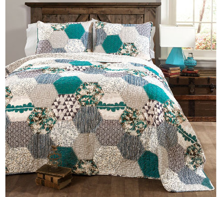 Briley Turquoise 3-Piece Full/Queen Quilt Set by Lush Decor