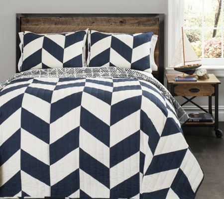 Jigsaw Navy Chevron 3-Piece Full/Queen Quilt Set by Lush Deco