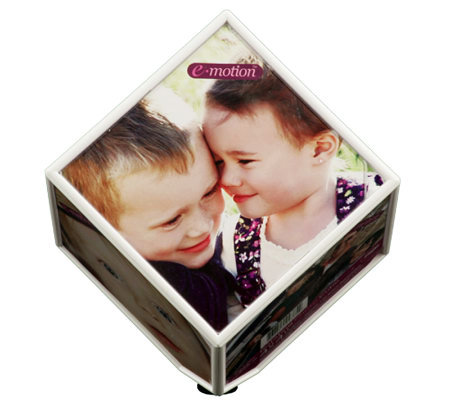 E-Motion Spinning 4x4 Photo Cube by Flipo
