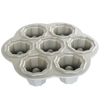Nordic Ware's Cookies & Cream Baking Pan - K304732