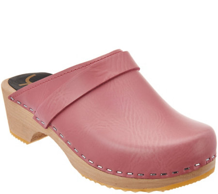 Cape Clogs Solid Pink Clogs