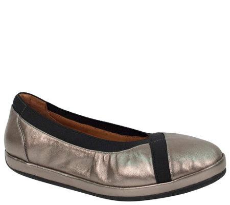 L Amour Des Pieds Leather Flats Yerusha