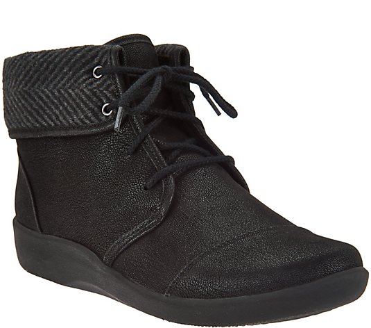 CLOUDSTEPPERS by Clarks Lace-up Ankle Boots - Sillian Frey