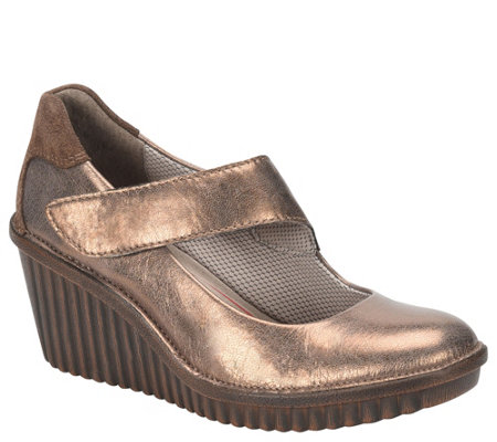Bionica Wedge Mary Janes Darva