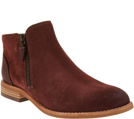 Clarks Artisan Leather Side Zip Ankle Booties - Maypearl Juno