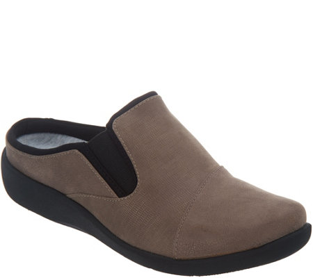 CLOUDSTEPPERS by Clarks Slip-On Clogs - Sillian Free