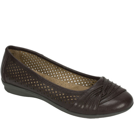 Cliffs by White Mountain Ballet Flats - Harlyn