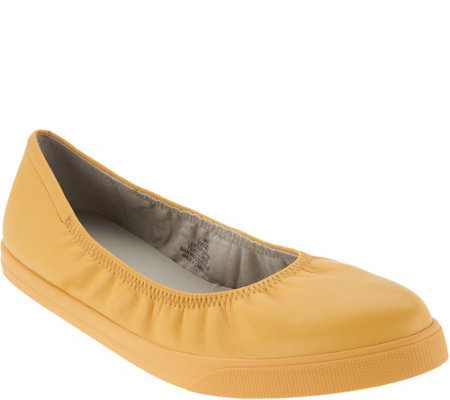 Lori Goldstein Collection Slip On Leather Flat with Elastic