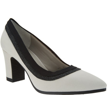 Lori Goldstein Collection Block Heel Pump with Crepe Bottom