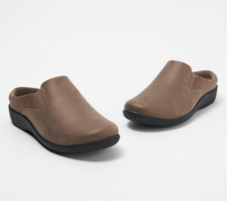 CLOUDSTEPPERS by Clarks Slip-On Clogs - Sillian Wild