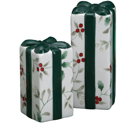 Pfaltzgraff Winterberry Figural Gift Salt and Pepper Set