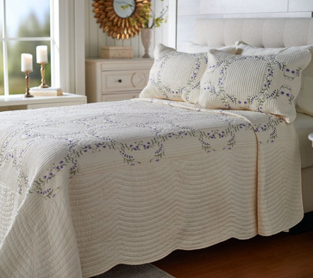 The Quilt Patch Twin Floral Embroidered Scalloped Edge Bedspread