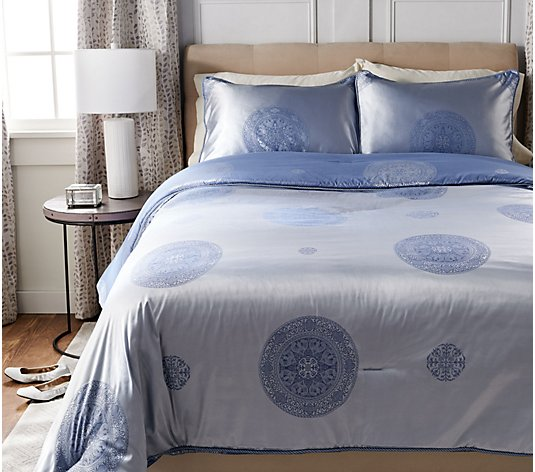 Casa Zeta-Jones Two Tone Medallion Queen Comforter w/ Shams