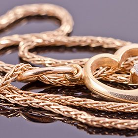 Goldene Ketten & Colliers