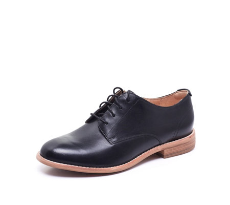 Clarks Edenvale Ash Lace Up Flat Casual Shoe Standard Fit