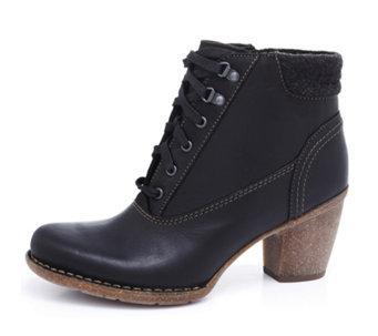 Clarks Carleta Crane Lace Up Front Ankle Boot - 166328