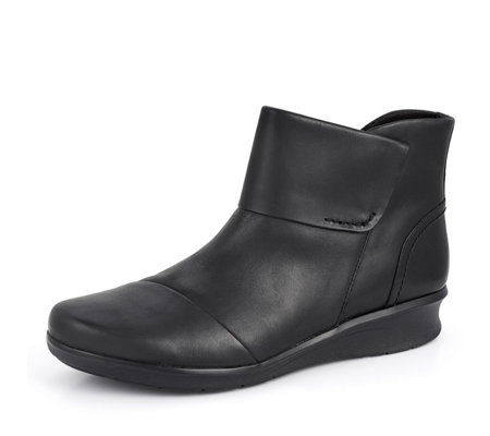 Clarks Hope Track Ankle Boot Standard Fit