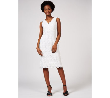 Ronni Nicole Scallop Neck Medallion Lace Dress