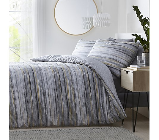 Silentnight Reversible Washed Stripe & Ditsy Geo Duvet Set