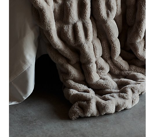 K by Kelly Hoppen Faux Fur Ruched Throw